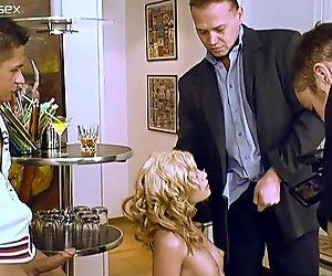 Blonde strumpet Laura King gets her threesome action filmed
