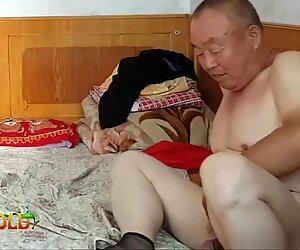 Китайское дедушка все это дарит бабушка