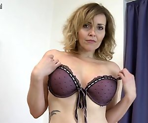 Damn Hot MILF playing with her rocking body