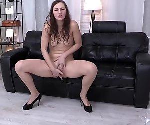 Brunette sluts gets soaking wet in her piss