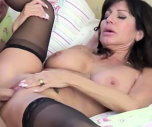 Posh mature mummy humping youthfull guy