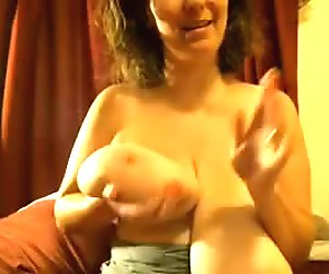 Rookie posing her gigantic bosoms in the webcam
