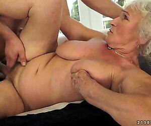 Блондинки бабуля по имени Norma трахается с соседкой по выходным