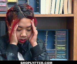 Shoplyfter - grésillant asiatique mère et fille jizm douche