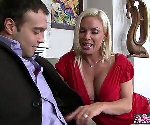 Vú căng tóc vàng milf (má mì quyến rũ) (Kim cương Foxxx) là cô giúp việc id thích làm tình - twistys