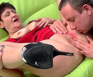 Mamie de 74 ans baisée par son toyboy
