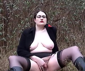 Amateur flasher Alyss outdoors and chubby exhibitionist mad