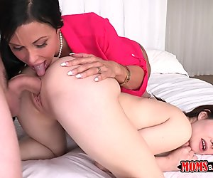 Jenna Ross and Jewels Jade 3some in bed