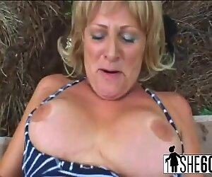 Blonde femme mûre salope a plus de 60 ans et a toujours faim de morsures dures