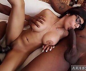 Brune serrée se masturbe et femme blanche mûre éjaculation interne Ma gros plan noir à trois