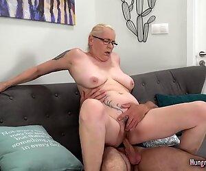 Äiti isot tissit nauttii hardcore sex