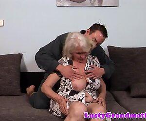 Múp míp bà ngoại chịch lỗ đít bên trẻ