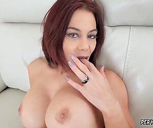 Ryder Skye dans des séances de sexe avec sa belle-mère