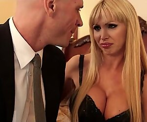 Nikki Benz horny for the big dick of Johnny Sins inside her