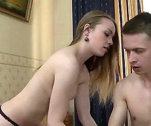 Video seksi muukalainen tapaa ja vittuile söpö bimbo