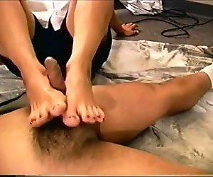 Myndi's footjob