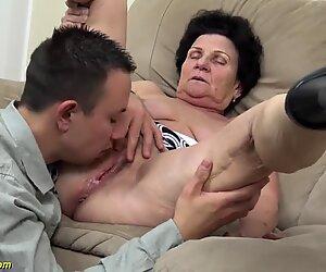 Mamie vulgaire laineuse de 72 ans piquée