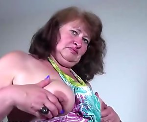 Amateur mature lady squirting and peeing