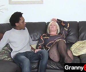 Mamie jouit d'une baise anale avec un petit-fils noir âgé de 18 ans