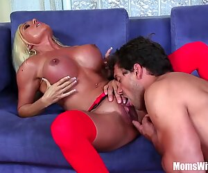 Pussy Fucked Blonde MILF Ashlee Chambers Receive Facial