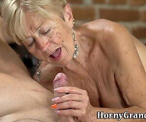 Visage de grand-mère spermé