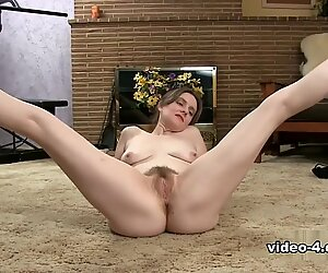 Hot and hairy mature coochie
